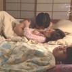 服がはだけて眠る幼馴染に興奮したお兄さんが夜這いエッチ!妹がすぐ横で寝ているのもおかまいなし...